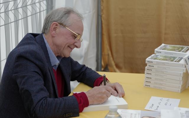 Axel Kahn en signature