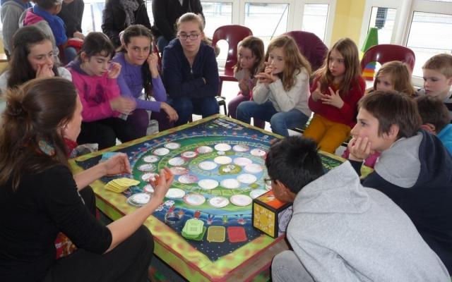 Dans l'espace enfants, le jeu de la «Pachamama», notre terre mère