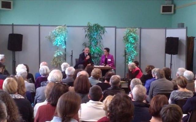 Un public passionné à l'écoute du grand savant et humaniste Axel Kahn