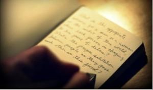 une main en train d'écrire
